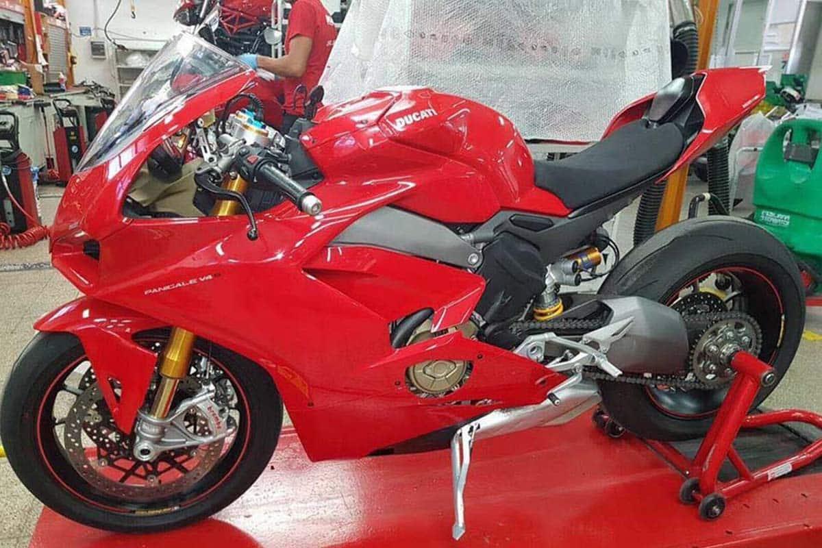 Nuevas fotos de la Ducati V4. Se confirma la línea