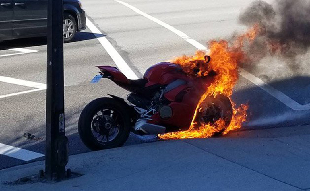 ¡La Ducati Panigale V4 está que arde!
