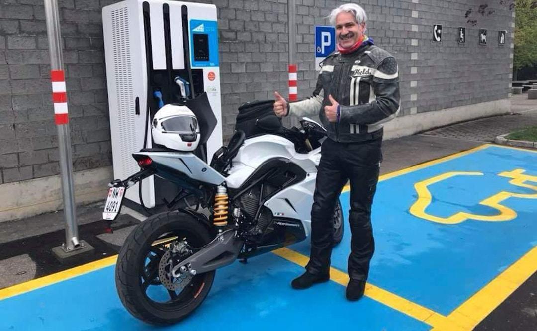 Hacer 1.260 km en un día con moto eléctrica ya es posible