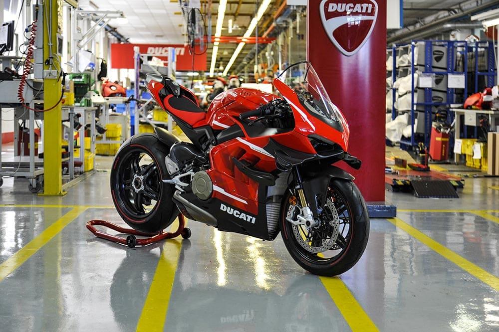 La primera Ducati Superleggera V4 sale de la fábrica