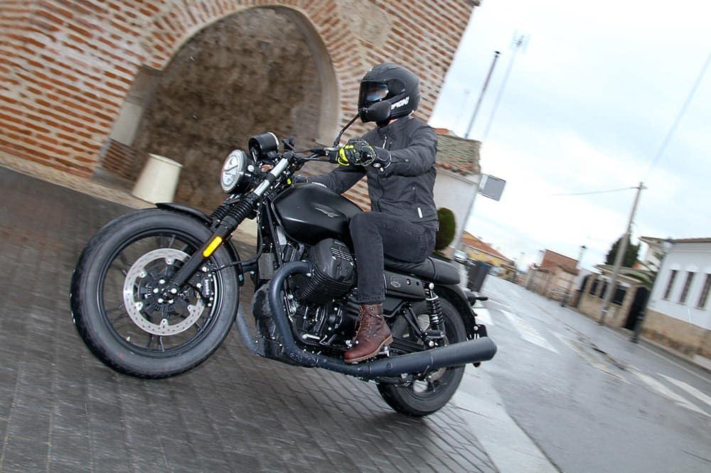 Prueba Moto Guzzi V7 III Stone: todo al negro