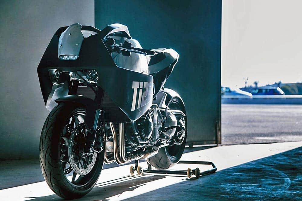 Honda CB1000R Reversa