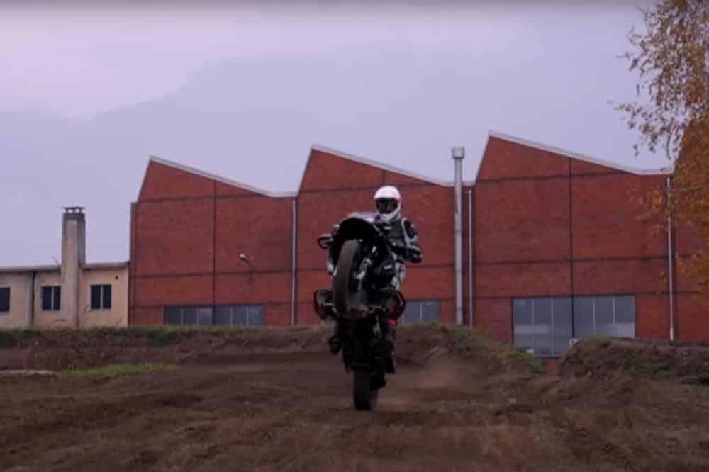 ¿Hacer motocross con una adventure? Sí, se puede